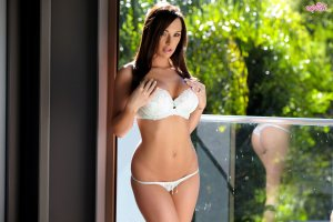 Felicita escorts in Warwick