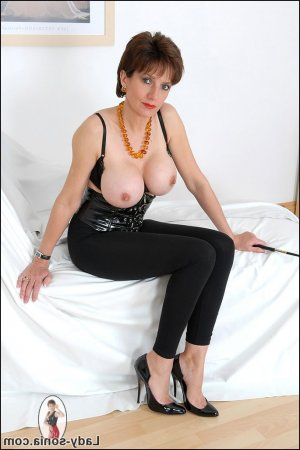 Eloane rimjob escorts personals Lee's Summit MO